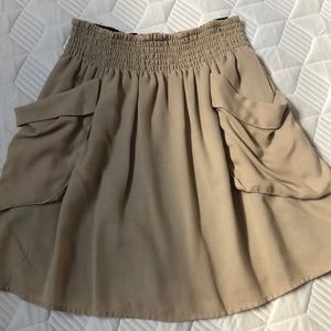 Super cute elastic waist skirt with pockets